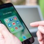 Phone that displays Social media apps